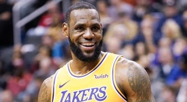 LeBron è tornato: tripla decisiva allo scadere e i Lakers battono Golden State