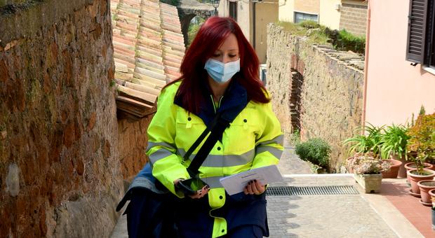 Un'addetta di Poste Italiane