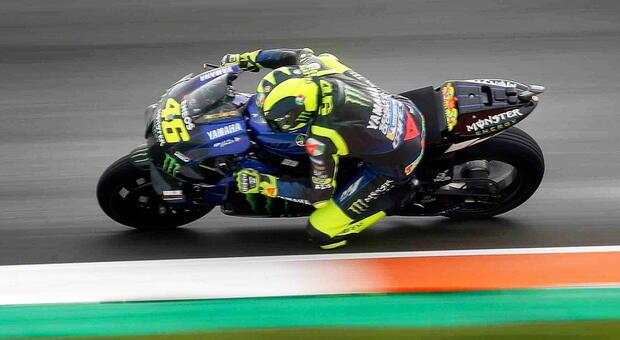Rossi torna in pista a Valencia: è ottavo nelle libere guidate da Zarco