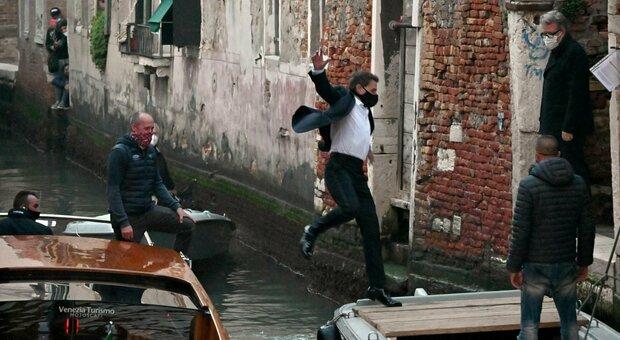 Tom Cruise a Venezia, fermate le riprese di Mission Impossible 7 : forse un positivo nella troupe
