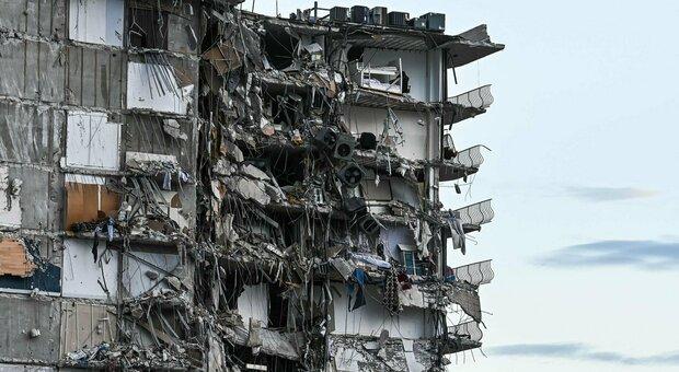 Miami, crolla palazzo di 12 piani: almeno un morto, si temono decine di vittime. «Sembrava una bomba»