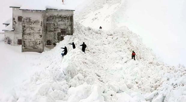 Slavina al Terminillo, evacuati due hotel al Rialto