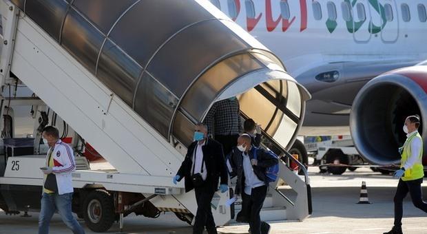 Migranti in Italia su jet privati e charter: in due giorni arrivati 500 stagionali su jet privati e charter: in due giorni arrivati 500 stagionali
