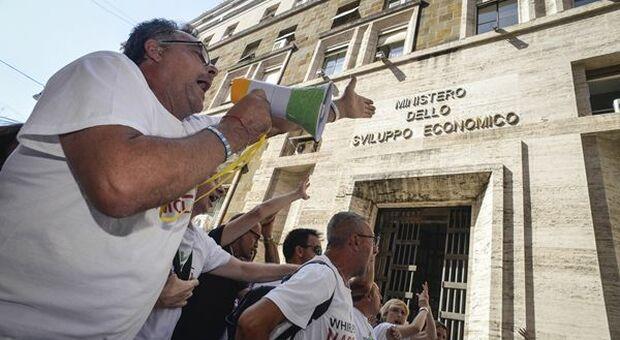 Crisi Whirlpool, a Napoli esplode protesta lavoratori