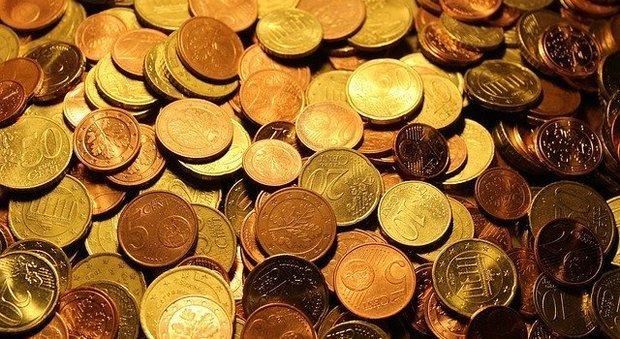 Coronavirus, Euro in moneta trasmette meno batteri delle banconote. Il rame contenuto ha proprietà antibatteriche
