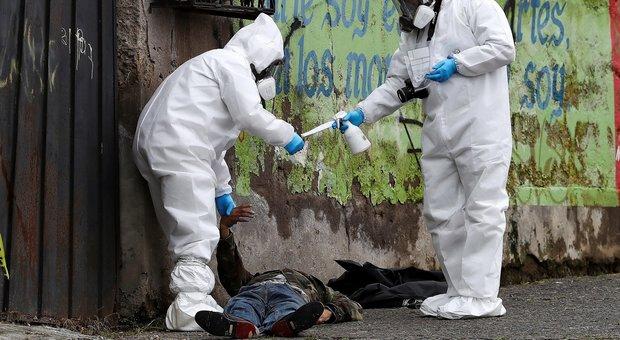 Virus, dramma Ecuador: cadaveri lasciati in strada, giallo sul numero dei morti