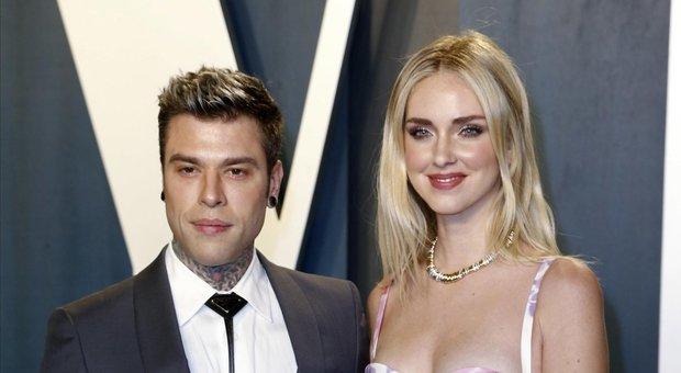 Chiara Ferragni e Fedez al party per gli Oscar, i fan notano un particolare: «Ma perché quel tag?»