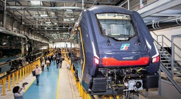 Un treno regionale Rock esce dalla fabbrica Hitachi Rail di Pistoia