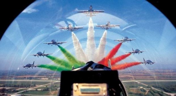Calendario Frecce Tricolore 2020.Frecce Tricolori Show In Diretta Rai Oggi A Punta Marina