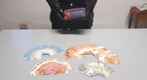 b5a88dfb87 Trova un portafogli con 7.100 euro ad Abano Terme e lo porta subito ai  carabinieri