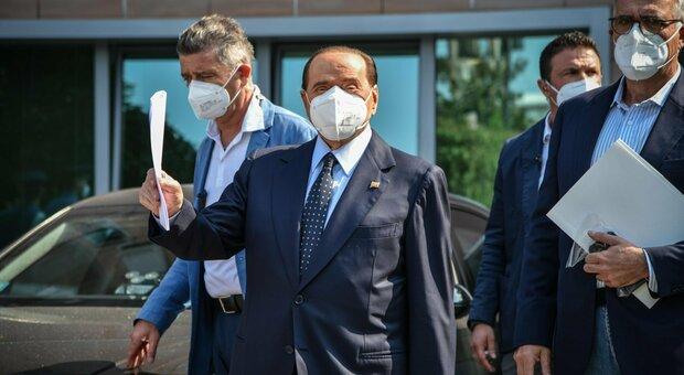 Silvio Berlusconi dimesso dal San Raffaele: era ricoverato per accertamenti post Covid