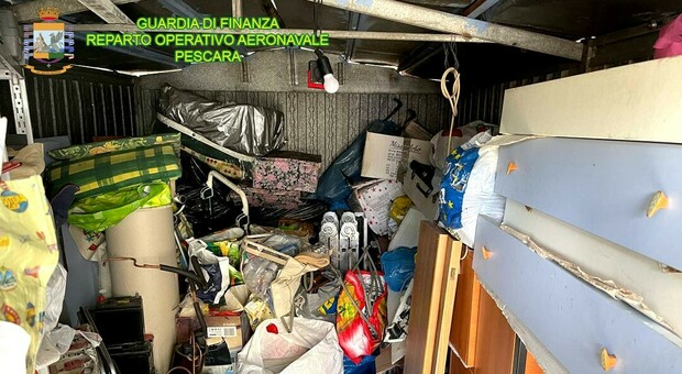 Baraccopoli scoperta nel centro di Pescara: tre indagati