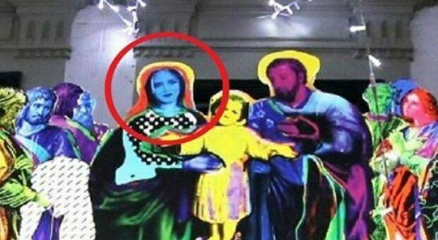 Chiara Ferragni è la Madonna del Presepe a Pontedera, bufera social. Fdi: «Blasfemia»