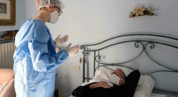 Covid, cure fai-da-te in casa: paracetamolo e cortisone in emergenza