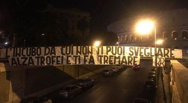 Lazio, lo sfottò della Curva Nord ai tifosi della Roma : «L&acute incubo continua e alza trofei»