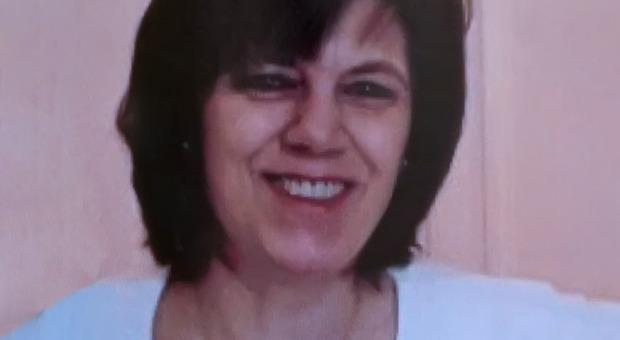 Installazione artistica in ricordo dell oncologa Ester Pasqualoni uccisa da uno stalker