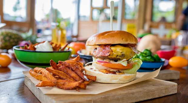 Dieta, guerra al cibo spazzatura: la Gran Bretagna vieta gli spot prima delle 21