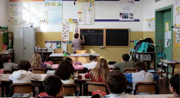 Manovra, terreni gratis con il terzo figlio in arrivo: flat tax al 15% ai prof per le ripetizioni