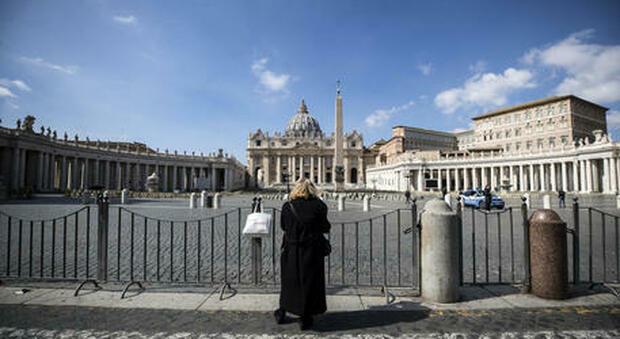 Roma, allarme bomba a San Pietro: «C'è un pacco sospetto». Bonificato il Vaticano