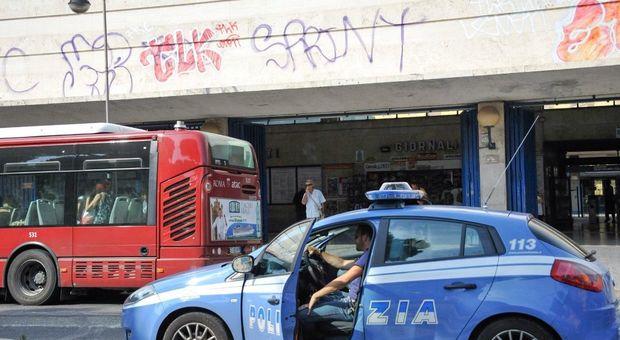 Guerra di manifesti a Ostia, Anpi rimuove striscione di Casapound inneggiante a Balbo