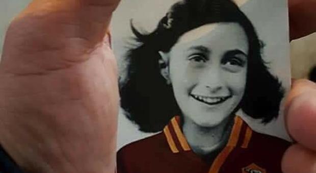 Adesivi antisemiti con Anna Frank, Mattarella: disumano. Renzi: «Lazio giochi con stella David»