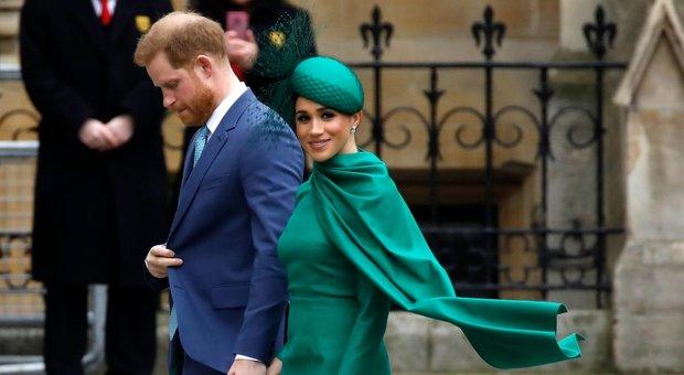 Harry e Meghan rompono con i tabloid: «Hanno fatto a pezzi la nostra vita»