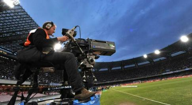 Diritti Tv, l'idea di De Laurentiis ha fatto breccia: spostata a lunedì alle 12 la deadline per le proposte vincolanti dei fondi