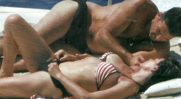 Gigi Buffon e Ilaria D'Amico in vacanza, scoppia la passione in barca prima del ritorno alla Juve