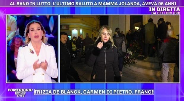 Al Bano, ai funerali di mamma Jolanda Barbara D Urso richiama la sua inviata: «Non è il momento»