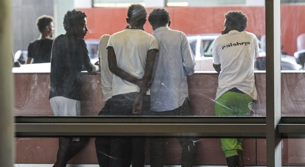 https://www.ilmessaggero.it/photos/MED/20/39/4222039_1333_migrantidiciotti.jpg
