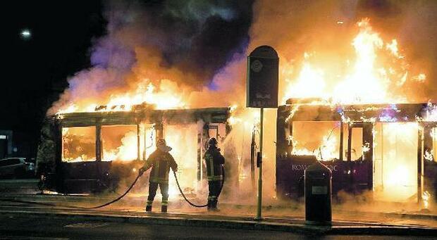 Roma Atac, 11 indagati per flambus: «Scarsa manutenzione, attentato alla sicurezza»