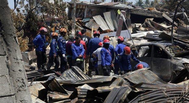 Indonesia, assalto ai negozi: la polizia spara in aria. Soccorsi lenti, nuova scossa di terremoto