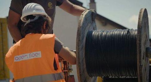 Open Fiber, Enel cede 50% a CDP e Macquarie per 2,65 miliardi