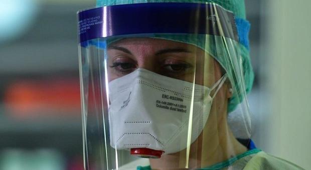 Coronavirus, il condominio contro la dottoressa: «Fai attenzione quando rientri a casa». La rabbia dell'ospedale