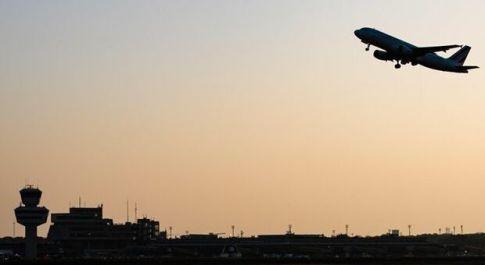 Traffico aereo, il crollo del 2020: passeggeri -72,5% e perdite oltre un miliardo