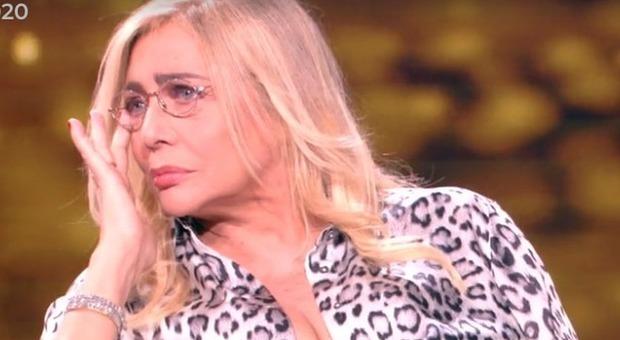 Mara Venier scoppia a piangere alla Porta dei Sogni: «Si è dovuta asciugare le lacrime» (frame Rai)