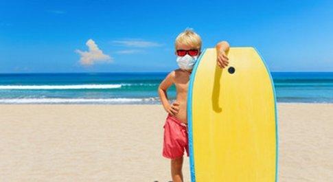 In spiaggia con l'autocertificazione e per i bambini i controlli per «moderate attività ludiche»