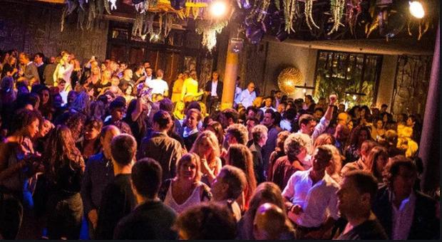 Seconda ondata, più giovani contagiati: feste senza regole dal Lazio alla Sardegna
