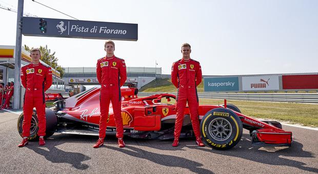 Ferrari, Leclerc-Sainz in pista: primo giorno di scuola per la coppia del riscatto