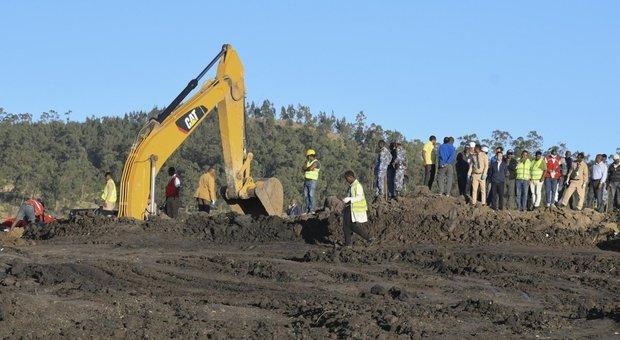 Aereo Ethiopian Airlines precipita, 157 morti, 8 italiani: lo schianto dopo il decollo