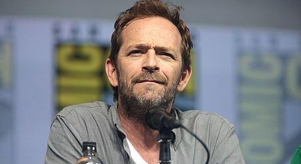 """Oscar, il video commemorativo """"dimentica"""" Luke Perry: l'ultima apparizione nel film di Tarantino"""