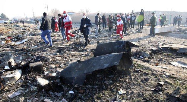 Aereo caduto in Iran, gli 007 Usa: «Abbattuto da due missili». Trump: «Qualcuno ha sbagliato»