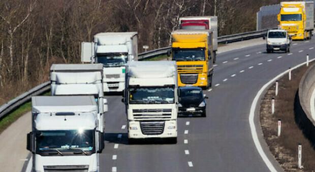 Green pass, i camionisti: «Blocchiamo l'autostrada». Ma la protesta è un flop