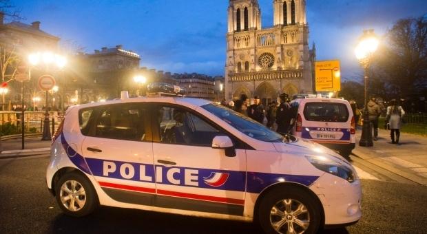 Parigi, scoperta auto con bombole di gas vicino Notre Dame