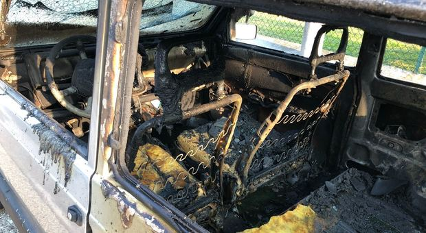 Troppe multe, incendia l'auto del carabiniere per vendetta