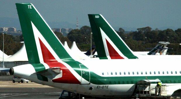 Alitalia, arrivati i ristori: sblocco del pagamento del 50% degli stipendi