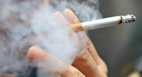 Smettere di fumare riduce lo stress e non ha impatti negativi sulle vita sociale: lo studio inglese