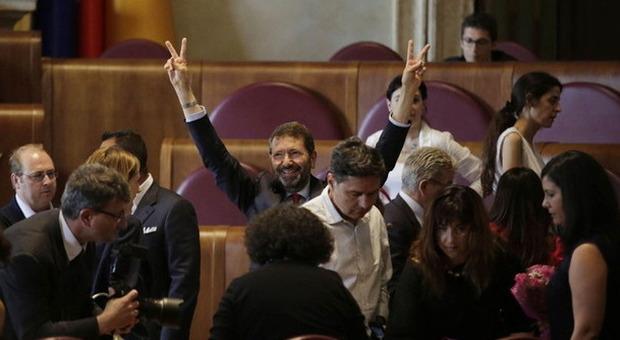 Mafia capitale, Campidoglio sotto assedio M5S. Urla e proteste: tutti a casa