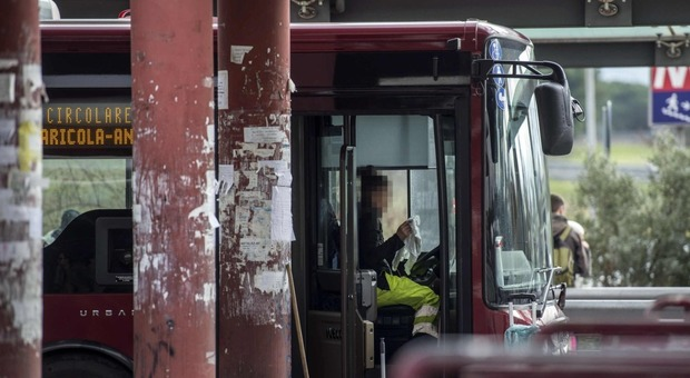 Interventi di pulizia sui bus Atac a Roma