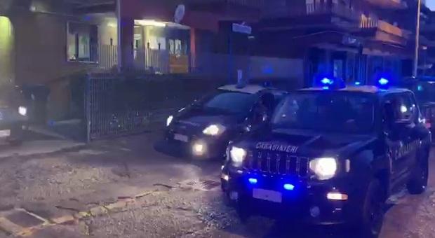 Napoli, notte di paura: padre e figlio accoltellati in strada per rapina. Il bottino? Un tablet